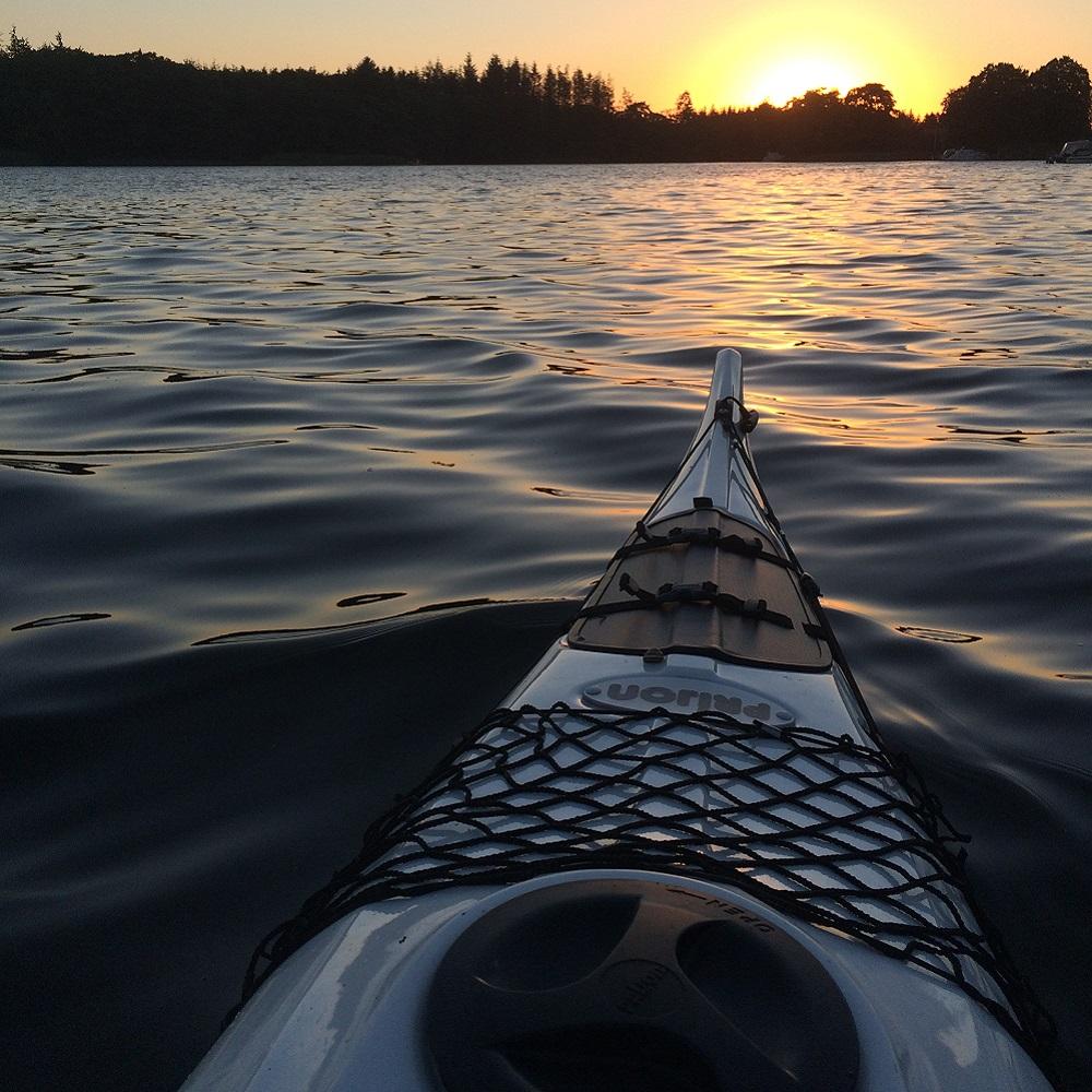 Kayak auf dem Wasser